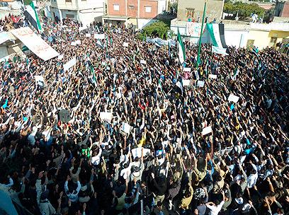 הפגנה נגד אסד. לא תהיה התערבות צבאית של המערב (צילום: רויטרס)
