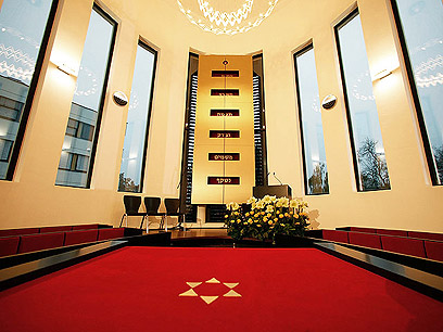 ברוב פאר והדר. היכל בית הכנסת החדש (צילום: באדיבות משה פרידמן – ועידת רבני אירופה)