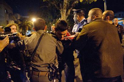 עימותים עם המשטרה בסוף ההפגנה (צילום: בן קלמר)