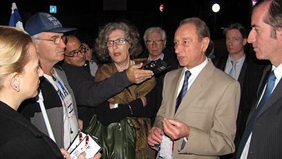 ראש העיר פריז וחבריה של זיתוני, הערב ביפו (צילום: עופר היכל)
