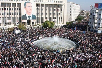 """""""מיליונים הפגינו בסוריה למען אסד"""". דמשק (צילום: AP)"""