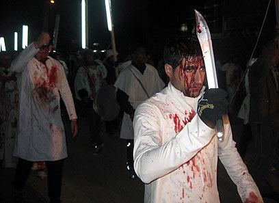 בבגדד שלפו את החרבות כבר בלילה (צילום: EPA)