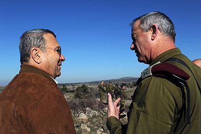 שיחת גברים בתרגיל בצפון  (צילום: אריאל חרמוני, משרד הביטחון)