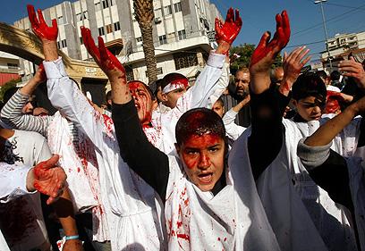 ילדים במהלך טקס לרגל העשורא בלבנון (צילום: AFP)