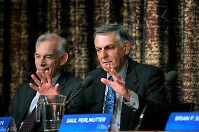שכטמן במסיבת עיתונאים בשבדיה. סוף שבוע גדוש (צילום: EPA)