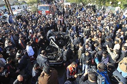 זירת פיצוץ הרכב, היום בעיר עזה (צילום: AFP)