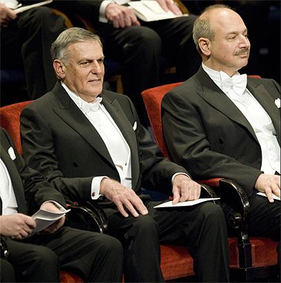 """שכטמן ישב באולם ושמע: """"שינית את תפישתנו"""" (צילום: AFP)"""