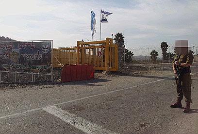 הכניסה לבסיס חטיבת אפרים, אתמול (צילום: יואב זיתון)