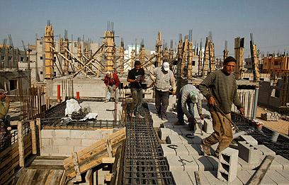 """אתר בנייה של האו""""ם סמוך לרפיח. """"אמצעי קיום מוגבלים"""" (צילום: רויטרס)"""