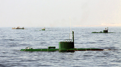 Iranian naval drill in Persian Gulf (Photo: AP)