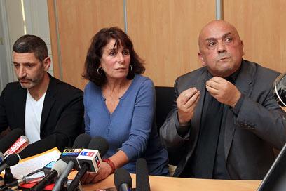 עורכי הדין של הדורסים, היום (צילום: AFP)
