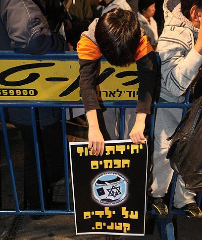 בהפגנה בתל-אביב, הערב (צילום: מוטי קמחי)