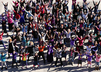 """""""הבענו בריקוד את הקול שלנו"""". נשים רוקדות בבית שמש (צילום: יששכר רואס)"""