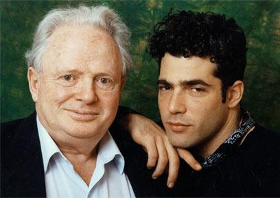 """לפיד עם אביו, מנהיג """"שינוי"""" המנוח טומי לפיד (צילום: ליהיא לפיד)"""