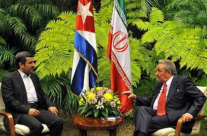 אחמדינג'אד וראול קסטרו, בפגישה בקובה (צילום: AFP)