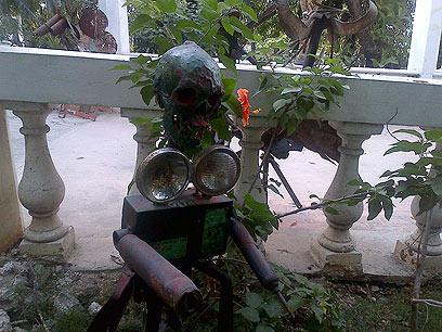 האמנות ותרבות הוודו התאימו עצמן. פסל מגולגולת אדם (צילום: אייל רייניך )