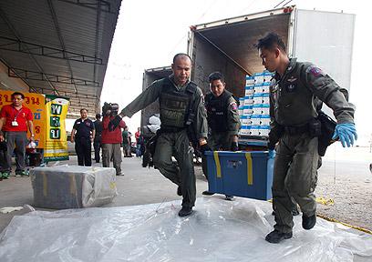 פשיטת המשטרה על המפעל שבו נמצאו חומרים להכנת חומר נפץ (צילום: רויטרס)