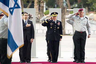 US Chief of Staff Martin Dempsey with Israeli Chief of Staff Benny Gantz
