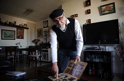 """שטיקגולד בביתו. """"הנחתי שכולם מתו, שאני היהודי האחרון"""" (צילום: בן קלמר)"""