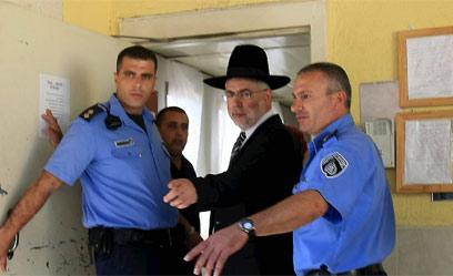 בניזרי בתחילת ריצוי עונשו. ספטמבר 2009 (צילום: מיכאל קרמר)