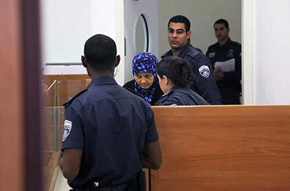 האם בבית המשפט (צילום: מוטי קמחי)