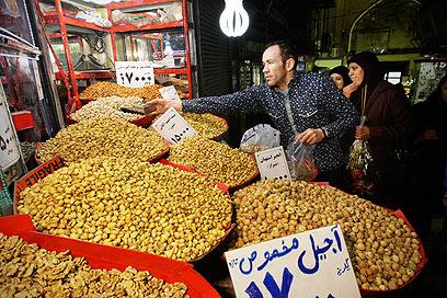 הבזאר הגדול של טהרן. למי יש כסף לזה? (צילום: AP)