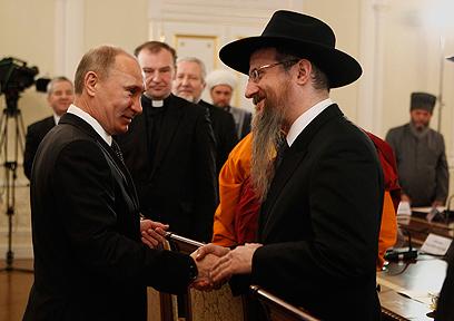 פוטין והרב הראשי של רוסיה ברל לזר (צילום: רויטרס)