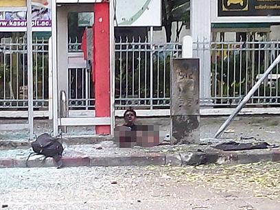 איבד את שתי רגליו בפיצוץ השני. המחבל האיראני (צילום: טויטר CC motorcyrubjang)