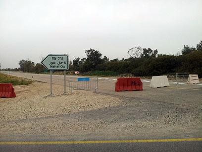 הכביש עדיין חסום לתנועה  (צילום: יואב זיתון)
