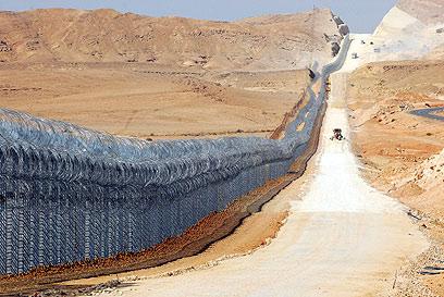 מכשולים בכניסה לישראל (צילום: הרצל יוסף)