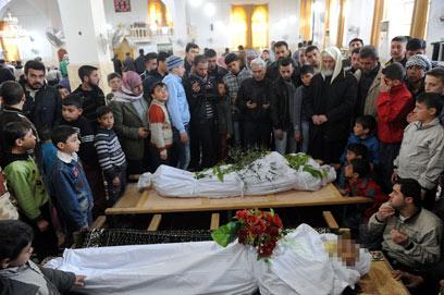 הלוויה של הרוגים באידליב (צילום: AFP)