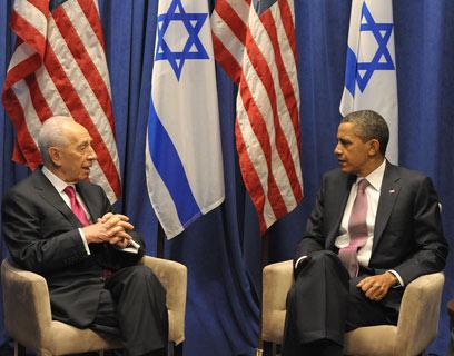 """הנשיא אובמה והנשיא פרס, לאחר הנאומים (צילום: משה מילנר, לע""""מ)"""