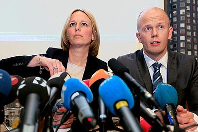 התובעים מקריאים את כתב האישום (צילום: AP)