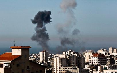 """תקיפה ברצועה. """"ישראל ירתה קודם"""" (צילום: EPA)"""