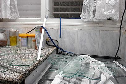 נזק באחת הדירות (צילום: אליעד לוי)