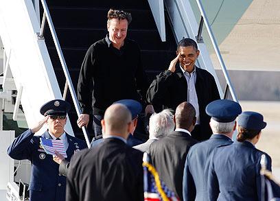 """קמרון לצד אובמה, בביקורו בארה""""ב. מיישר קו (צילום: רויטרס)"""