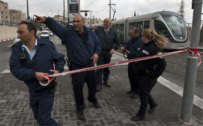 """""""הפגיעה גרמה לדימום משמעותי מהריאה"""". זירת הפיגוע, היום (צילום: AFP)"""