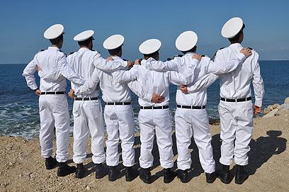 """מסיימי קורס החובלים מחכים לצוללת הרביעית (צילום: דובר צה""""ל)"""
