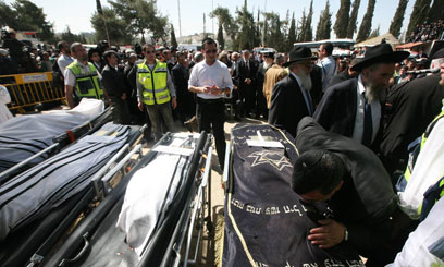 Thousands attended funeral (Photo: Gil Yohanan)
