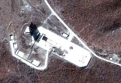 """אתר השיגור בטונג-היי, הידוע גם כ""""מוסודן-רי"""" (צילום: Google Earth, GeoEye)"""