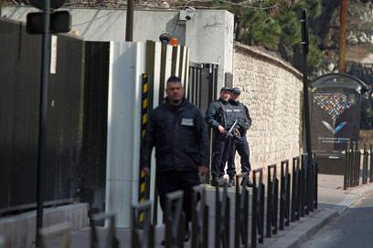 מטה היחידה ללוחמה בטרור בפריז (צילום: רויטרס)