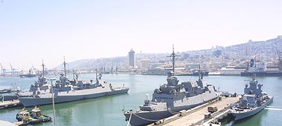 ISRAEL SENDS WARSHIPS TO EGYPTIAN BORDER
