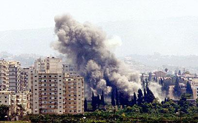 """תקיפת צה""""ל בצור, במלחמת לבנון השנייה (צילום: רויטרס)"""