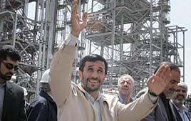 Mahmoud Ahmadinejad at nuclear enrichment facility (Photo: AFP)