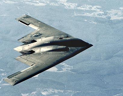 """מפציץ חמקן אמריקני מדגם B-2. """"לפעולה צבאית עלות נמוכה יותר"""" (צילום: איי פי)"""