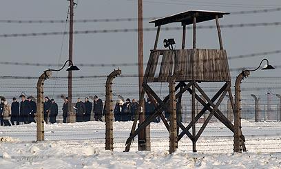 מבקרים באושוויץ. מסמכים מפלילים הובילו לאיתור הנאשמים (צילום: רויטרס)