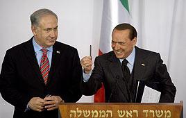 Prime Minister Benjamin Netanyahu and Italian Premier Silvio Berlusconi (Photo: AFP)