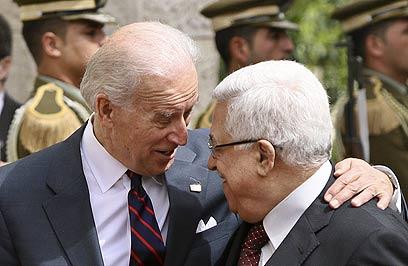 AP photo showing Joe Biden's body language with Abu Mazen on 10 March 2010