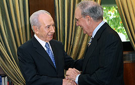 President Shimon Peres with US special envoy George Mitchell (Photo: Yossi Zamir, Flash 90)