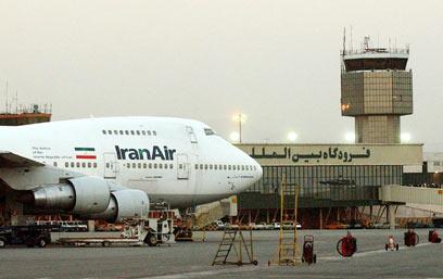 """לא יכולים לתדלק באירופה. מטוס חברת """"איראן אייר"""" (צילום: AP)"""